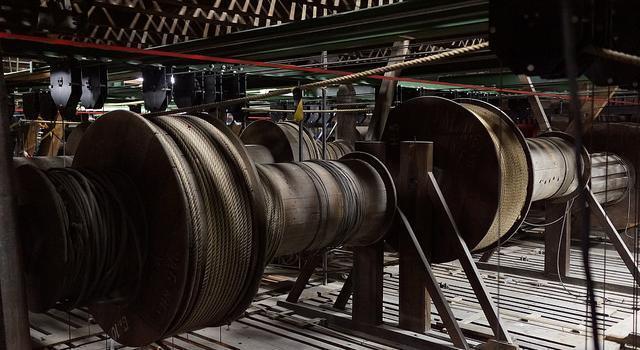 La machinerie du théâtre de Bourla, âgée de 187 ans, est aujourd'hui menacée.