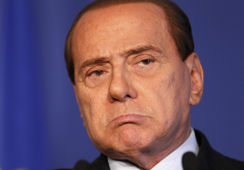 Candidatos de Berlusconi perdem eleições em Milão e Nápoles
