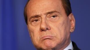 Bị truy tố vì quan hệ mãi dâm với gái vị thành niên, thủ tướng Berlusconi lại thất bại bầu cử.