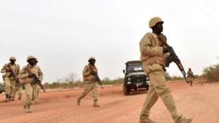 Wanajeshi wa Burkina Faso wakati wa mafunzo ya kijeshi Aprili,13,  2018 (picha ya kumbukumbu).