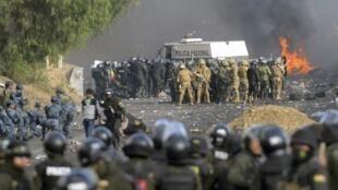 بحران سیاسی بولیوی با درگیری بین نیروهای امنیتی و طرفداران اوو مورالس، رئیس جمهورسابق این کشور بالا گرفته است.