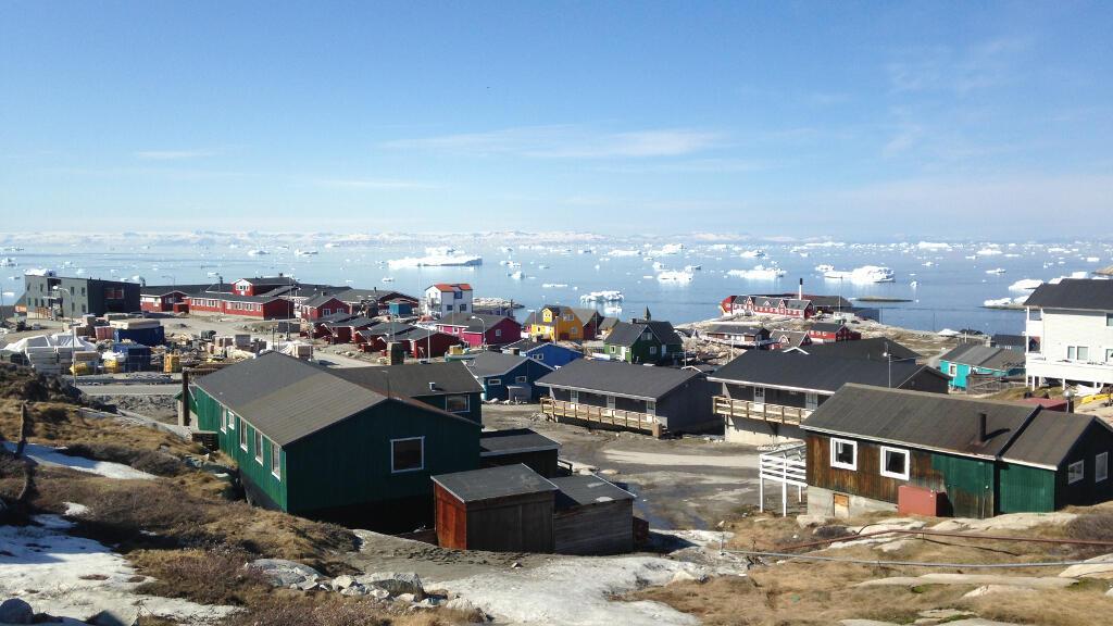 Icebergs détachés du Glacier Ilulissat depuis la ville.
