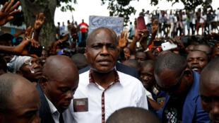 Martin Fayulu arrivant à une réunion avec ses partisans, vendredi 11 janvier à Kinshasa.