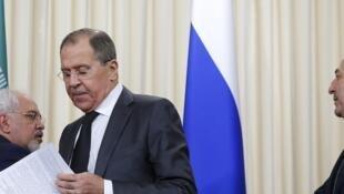 Os ministros das relações exteriores iraniano, russo e turco nesta terça-feira (20), em Moscou.