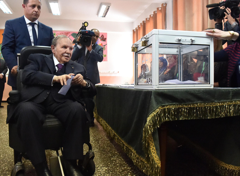 Algerian President Abdelaziz Bouteflika casting his ballot during parliamentary elections in 2017
