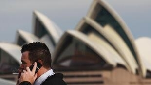Australia called on the rest of the world to match its tough new anti-tobacco marketing laws.