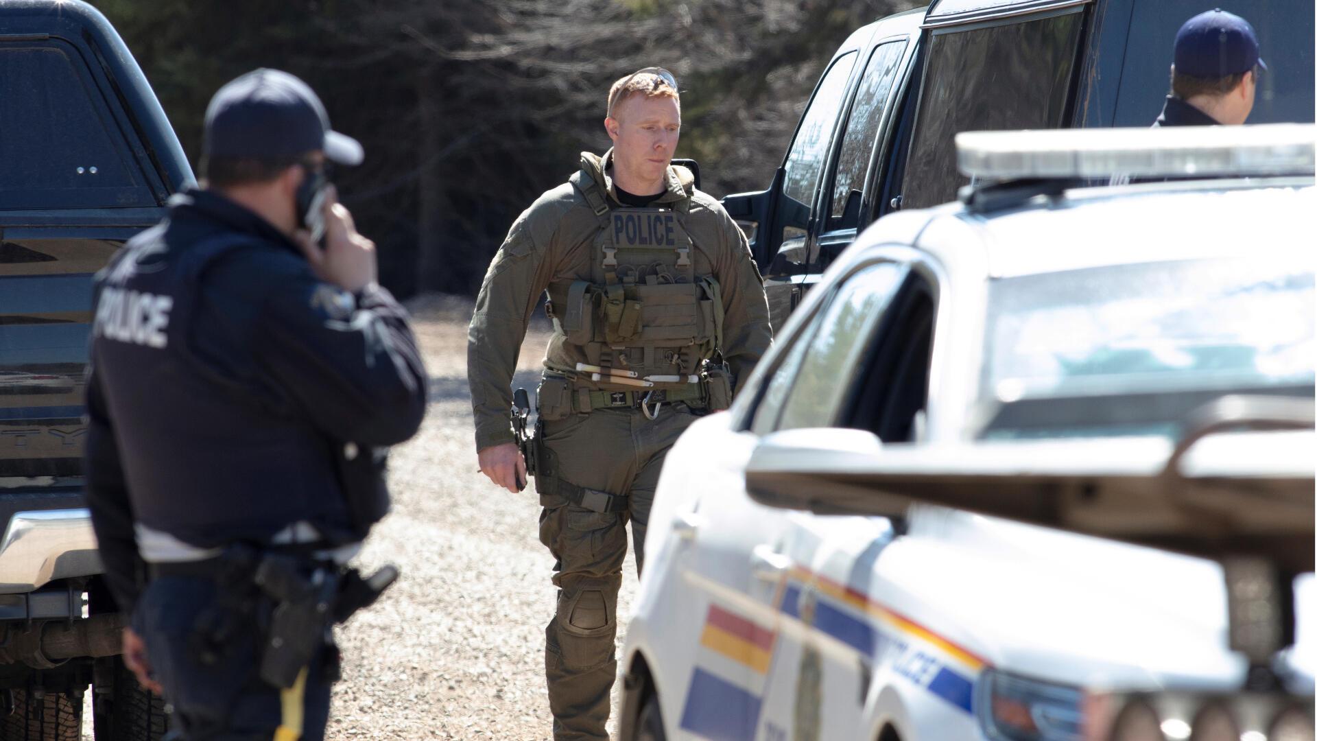 В Канаде инцидент стал самым кровопролитным за последние 30 лет. Жертвами стрельбы стали 16 человек, стрелок был убит.
