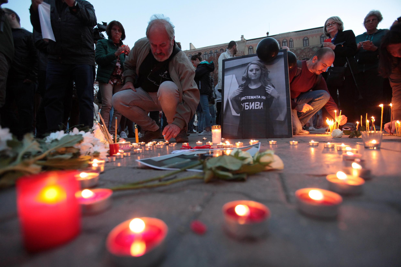 Bulgari: Lễ canh thức ở thủ đô Sofia, đêm 08/10/2018, tưởng niệm nhà báo bạc mệnh Viktoria Marinova, bị giết ngày 6 /10/2018 tại Ruse.
