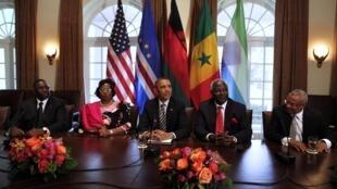 Macky Sall, Joyce Banda, Barack Obama, Ernest Koroma et José Maria Pereira Neves (de G à D), le 28 mars 2013 à Washington.