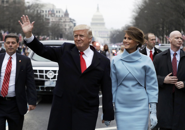 Đệ nhất phu nhân Melania cùng với tổng thống Donald Trump trong cuộc diễu hành ở đại lộ Pennsylvania, Washington nhân lễ nhậm chức ngày 20/01/2017.