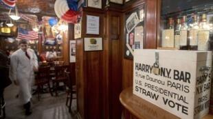 Le Harry's Bar à Paris a organisé une soirée de vote pour ses clients. Photo prise le 31 octobre 2012.
