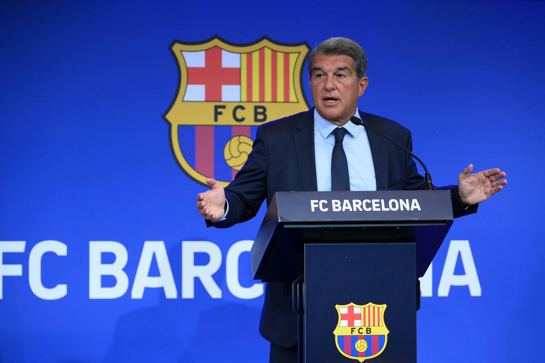 Joan Laporta, presidente del FC Barcelona, explica en una rueda de prensa los resultados económicos de la auditoría 'due diligence', el 16 de agosto de 2021 en el estadio Camp Nou