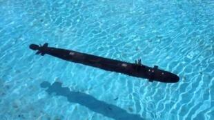 """圖為疑似美國""""維吉尼亞""""級核潛艇水中照片"""