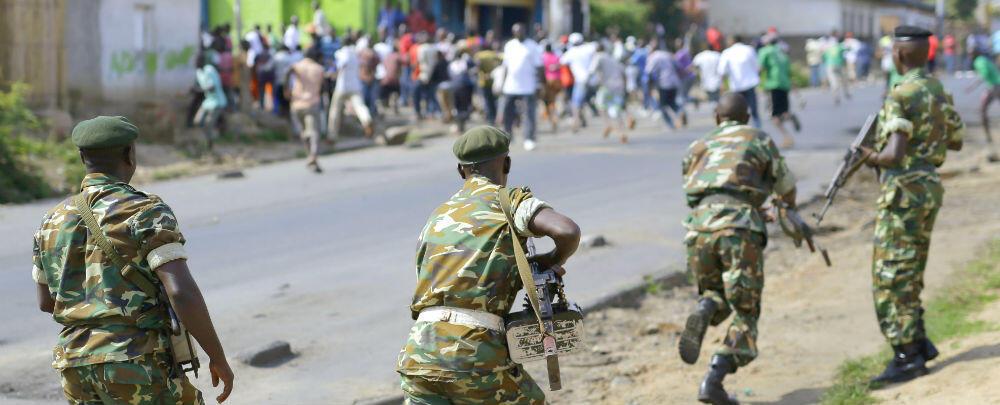 Wasu sojin Burundi yayin tarwatsa masu zanga zanga