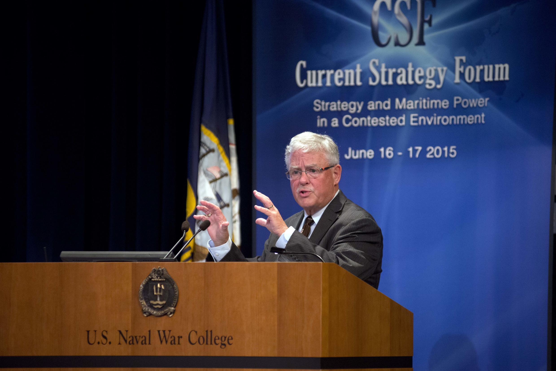 Giáo sư Carlyle A. Thayer, Học viện Quốc phòng Úc (Đại học NSW) phát biểu tại Trường Hải chiến (U.S. Naval War College) ở Newport, ngày 17/06/2015.
