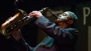 Kenny Garrett, en concert au Festival Jazz de Portland, dans l'Oregon, le 21 février 2013.