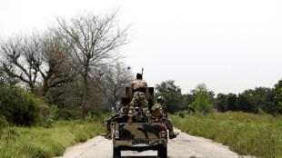 Wasu dakarun sojin Najeriya, yayin sintiri akan hanyar Konduga zuwa a jihar Borno cikin shekarar 2016.