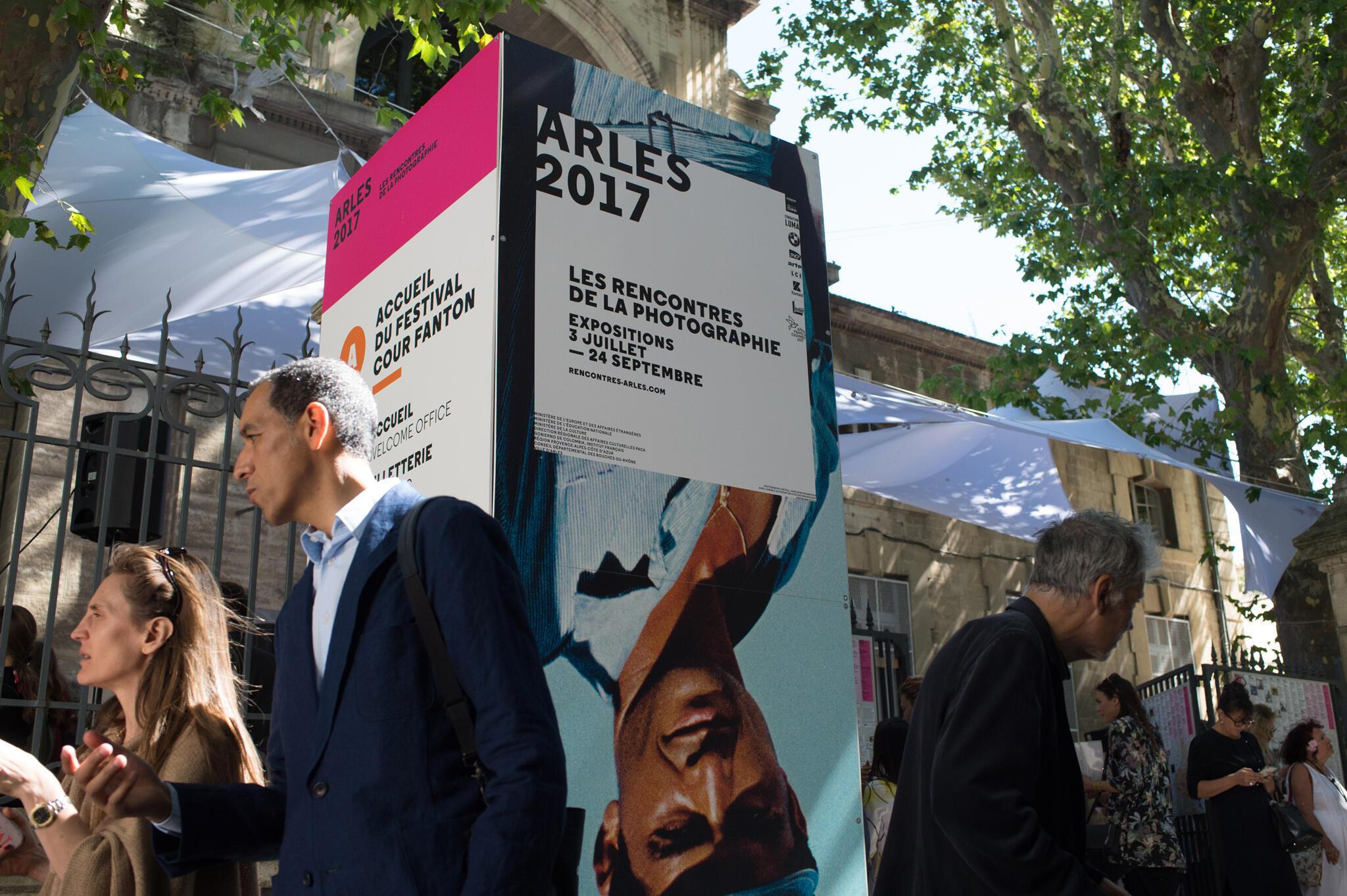 Les « Rencontres de la photographie d'Arles 2017» où expose Mathieu Pernot ont débuté le 3 juillet 2017 et se clôtureront le 24 Septembre.