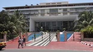 La façade de l'Assemblée Nationale du Sénégal.