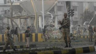 Les bureaux des services secrets pakistanais après l'attaque à la bombre ce 13 novembre 2009.