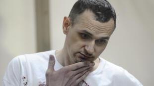Олег Сенцов в Ростовском окружном военном суде в ожидании приговора 25 августа 2015 года
