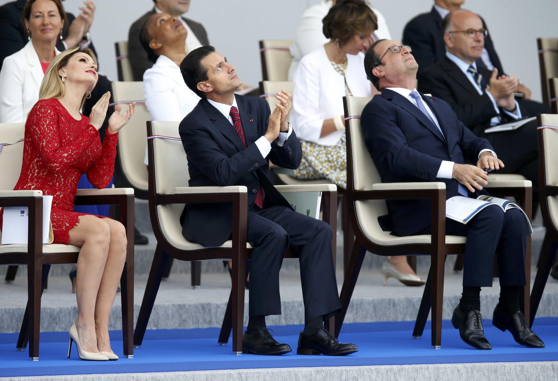 La primera dama de México Angélica Rivera, el presidente Peña Nieto y el presidente Hollande, 14 de Julio, fiesta nacional francesa.