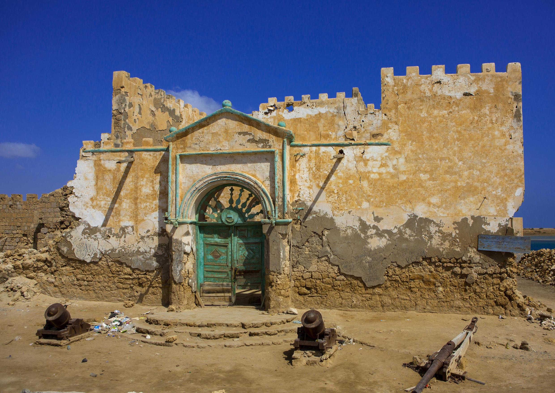 Suakin, ville dont les maisons sont en corail, a été un port très actif sur la mer Rouge avant d'être détrônée par Port-Soudan.