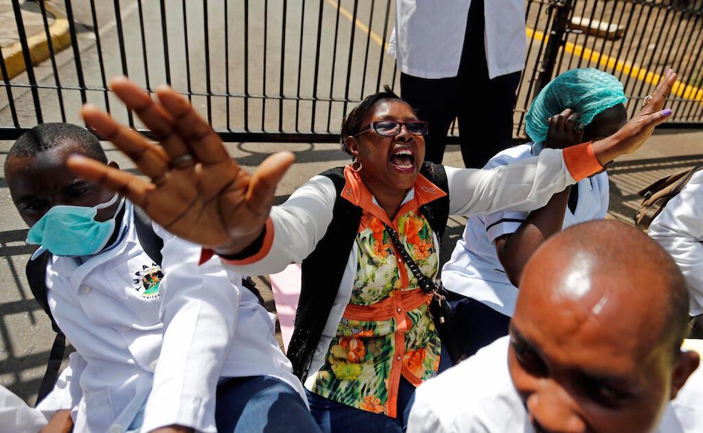 Madaktari wanaogoma nchini Kenya wakiandama jijini Nairobi Desemba 5 2016