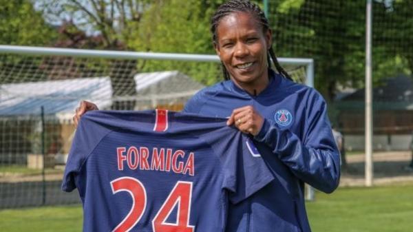 A atacante brasileira Formiga, recordista em Copas do Mundo e Olimpíadas, é a capitã do PSG e renovou contrato com o time francês até 2020.