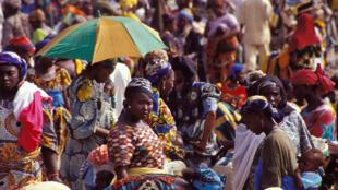 Des femmes sur un marché traditionnel au Nigeria.