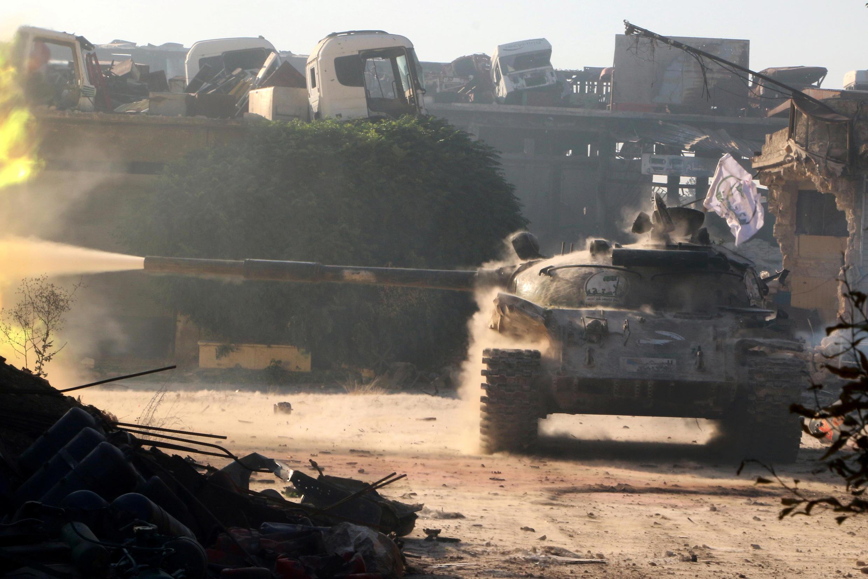 Kifaru cha waasi wa Syri katika eneo la Ramoussa, kusini magharibi mwa mji Aleppo Agosti 2.