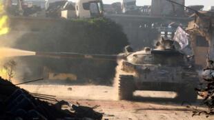 Un tank de l'Armée syrienne libre dans la quartier de Ramoussa, dans le sud-ouest d'Alep, le 2 août.