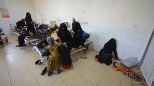 Além das vítimas diretas dos conflitos, hospitais do Iêmem recebem milhares de casos suspeitos de cólera.