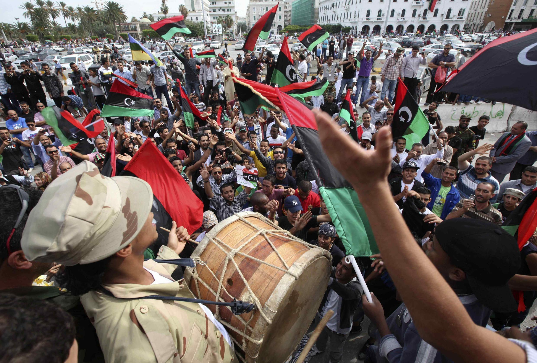 Raia wa Libya wakishangilia ushindi