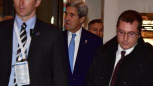 Ngoại trưởng John Kerry (giữa) dự hội nghị Tổ chức An Ninh Và Hợp Tác Châu Âu (OSCE) tại Hamburg,Đức ngày 07/12/2016.