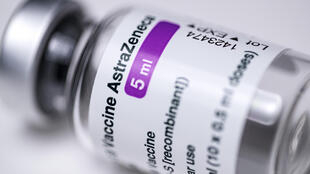 Una ampolla de la vacuna de AstraZeneca contra el coronavirus, el 11 de marzo de 2021 en París