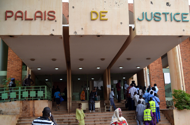 Le palais de justice de Ouagadougou, au premier jour du procès de Blaise Compaoré et de son gouvernement.