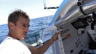 """Le navigateur français Thomas Ruyant à bord de son monocoque Imoca 60 """"Linkedout"""", lors du """"Trophée Azimut"""", au large des côtes de Lorient, le 9 septembre 2020"""