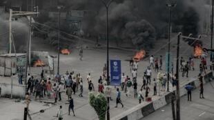 Nigeria, Lagos Oktoba 21, 2020: waandamanaji bado wanaendelea na maamndamano.