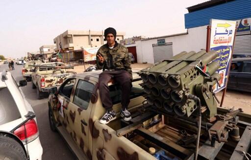 Des miliciens de Fajr Libya paradent dans les rues de Sabratha, à l'ouest de la capitale, le 28 février 2016.