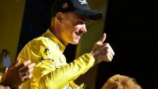 El británico Chris Froome recupera el maillot amarillo de líder en la etapa 14 del Tour de Francia con llegada a la ciudad de Rodez, donde ganó el australiano Michael Matthews
