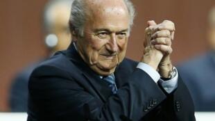Sepp Blatter achaguliwa kwa mara nyingine tena kwa muhula wa tano kwenye uongozi wa Fifa.