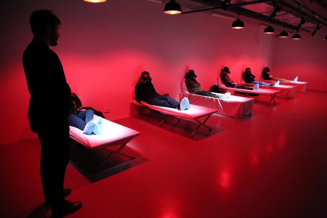 第72屆阿維尼翁戲劇節演出虛擬實境舞台劇« Les Falaises de V. »的場景