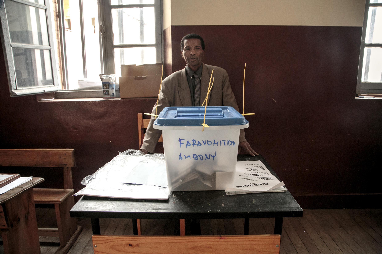 Un bureau de vote d'Antananarivo, à Madagascar, pour le premier tour de la présidentielle, le 7 novembre 2018.