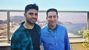 Greenwald (à dir.) e o companheiro David Miranda, retido por nove horas no aeroporto de Heathrow, em Londres.