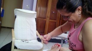 A manicure brasileira Ingrid Souto.