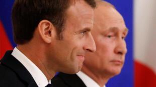 Emmanuel Macron et Vladimir Poutine à Saint-Pétersbourg, le 25 mai 2018.