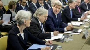Continuam em Lausanne, na Suiça, as discussões sobre o programa nuclear iraniano.