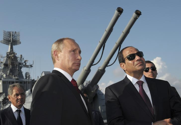 Tổng thống Nga Vladimir Putin, người đồng nhiệm Ai Cập, Abdel Fattah al-Sisi, dự lễ chào mừng trên tuần dương hạm Moskva, tại Biển Đen, cảng Sochi.