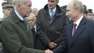 Владимир Путин и Валери Жискар д'Эстен на Бородинском поле, 2 сентября 2012 года